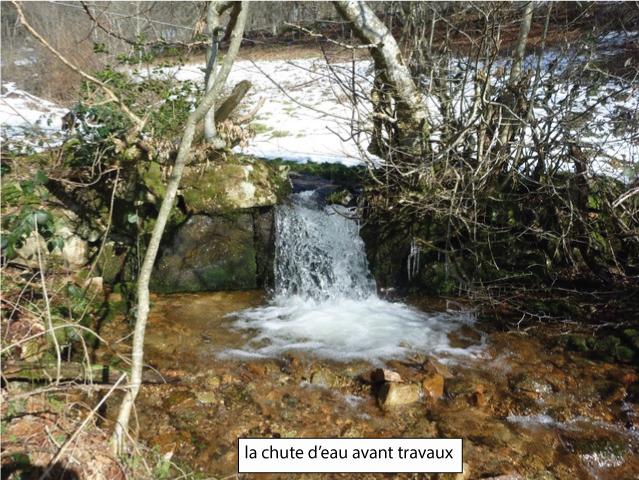 Ruisseau du Chnelet s'écoulant dans le chemin