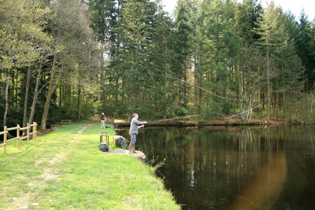 Pêcheur à la Mouche à l'étang des Cloix - Crédits photo : Olivier Léger